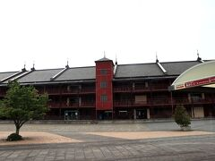 ハンマーヘッドを出発して、まず停まったのは、横浜赤レンガ倉庫。 ココもまた、港町横浜を代表する観光スポットですよねー♪