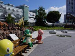 駅前の恐竜たち。