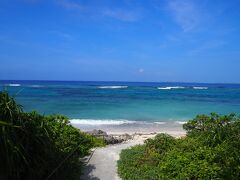 まずは仲本海岸へ  満潮なので海の色が綺麗です。(#^.^#) この海を見れるだけでも黒島に来た甲斐があります。