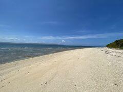 西の浜の南側です。  ここから1kmくらい砂浜を歩けば亀岩です。