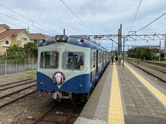 同じホームの先にある銚子電鉄に乗り換えます。 思っていた以上に古い車両です。