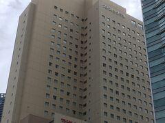 桜木町の駅前には本日宿泊予定の「横浜桜木町ワシントンホテル」が見えます。 立地で選びましたが、方向音痴の私でもすぐに発見出来ました。