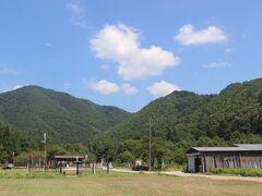 「近江国友」から北に向かい、小谷城の麓にやってきました。 小谷城は浅井氏3代の居城で、山々を使った山城でした。