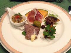 夕食は一段とご馳走でした。前菜は パルマ産生ハム、、ラタトゥイユ、信州産イワナのパルサミコ風味 ローストビーフ、アワビのマリネ