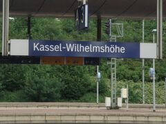 8:43  ー1分の遅れもなく 乗り換え駅 カッセル ウィルヘルムスヘーエ駅に到着。ここの50mの階段状の噴水はユネスコ世界文化遺産に登録されている。また、お城ファンにとってはその公園内にあるレーヴェンブルク城も気になるところ。