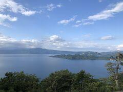 十和田湖が一望できる発荷峠の展望台まで上がってきました。
