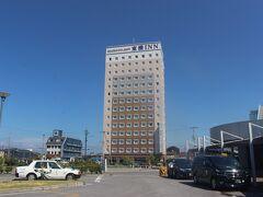 前日のうちに米原に到着し、宿泊した東横イン。 駅前広場にあり、コスパのいいホテルでした。  米原駅からJR北陸線に乗って長浜駅へ。
