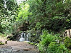 小涌谷の駅前から歩いて20分。千条の滝。