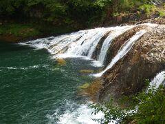 天竜峡より今度は帰路。南下します。国151です。 東栄町にある瀧です。周辺にはこのような滝は結構存在しています。