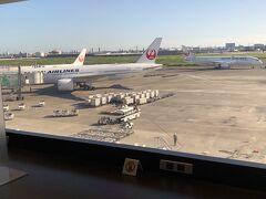 羽田空港へ  一年半ぶりの飛行機 JALで帰宅  こちらはサクララウンジ アルコール提供はまだ再開されていない・・うううっ  そしてこれが 私が楽しめる背一杯の 2021 夏 でした