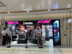 東京駅までやってきました。 私の趣味で「仮面ライダーストア」へ。