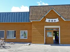 釧路湿原釧路川カヌーツーリングのツアーに参加するため、塘路駅で12時に待ち合わせです。 仲の良さそうなご夫婦のガイドさんの車で、出発地点の塘路湖畔へ。