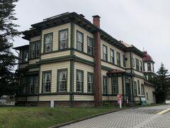 青森県初の私学校「東奥義塾」に招かれた外国人教師の住居として建てられたもので、当時の家具などが置かれており、一家が暮らしていた様子を再現している。1階はカフェになってます。