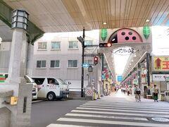 天神橋筋商店街の中間ぐらいに夫婦橋跡がある 橋と言っても下に川が流れているわけではなく 逆に頭上に阪神高速が! 車がビュンビュン流れている現代  大昔は運河だったと、以前TVでやってたな
