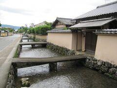 上賀茂神社を参拝した後はこちらも是非足を運んで頂きたい見所~、  「上賀茂伝統的建造物群保存地区」の家並みが素晴らしいところです。  *位置情報がずれてますのでご注意を!