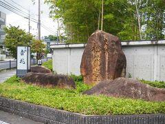 やっと着きました、松花堂庭園。  暑い夏に歩くのはちょっと無謀でしたね。 バスで向かうことを勧めます。