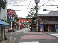 京都駅から奈良線で稲荷へ。  ここで京阪に乗り換える。 JRから京阪に乗り換えるのは東福寺が便利だが、ちょっと観光気分が味わえる稲荷経由で乗り換えるのが好み。