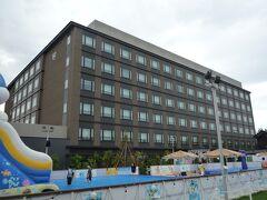 市バスを乗り継いで梅小路公園バス停下車直ぐ、今夜の宿は「ザロイヤルパークホテル 京都梅小路」です。  今年の3月にオープンしたばかりのザ横浜ロイヤルパークホテル系列の宿です。  *詳細はクチコミでお願いします
