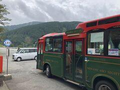 さて熊本ではまずドラクエウォークのおみやげを回収します。 JR肥後大津8:19→立野8:35/8:45→白川水源9:12  なんかいろんなバスが走っていて読み解くにとても苦労したのですが、整理して貼っておきます。あちこち見ながら組み立てるの大変でした。  快速南郷ライナー(土日祝)立野→高森 https://www.kyusanko.co.jp/sankobus/toshikan/nango_liner/table/tt1-2.pdf 快速南郷ライナー(平日)立野→高森 https://www.kyusanko.co.jp/sankobus/toshikan/nango_liner/table/tt1-1.pdf 快速南郷ライナー(土日祝)高森→立野 https://www.kyusanko.co.jp/sankobus/toshikan/nango_liner/table/tt2-2.pdf 快速南郷ライナー(平日)高森→立野 https://www.kyusanko.co.jp/sankobus/toshikan/nango_liner/table/tt2-1.pdf ゆるっとバス(白水ルート/土日祝) https://www.kyusanko.co.jp/sankobus/community/minamiaso/table/tt1-2.pdf ゆるっとバス(白水ルート/平日) https://www.kyusanko.co.jp/sankobus/community/minamiaso/table/tt1-1.pdf おまけ。快速たかもり号も使える可能性があるので貼ります。 https://www.kyusanko.co.jp/sankobus/toshikan/takamori/  このレトロな車体がいいですよね(^_^) 降車ボタンがピンポンでなく「Mooooo! Mooooo! 」なのがさすがでした。  産交バスなのでIC可です。 この旅でIC使えなかったのは肥後大津→立野→阿蘇のJRだけでした。