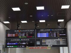 あっという間に長野駅に到着しました。 しなの鉄道、北しなの線に乗り換えます。 券売機で切符を購入します。 妙齢のお姉様方のグループが券売機の前でお喋りしながらのタムロしています。 なんだか嫌な予感・・・
