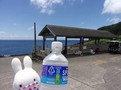 足湯きらめきというところです。 ここも無料で足湯に浸かれます(^_-)-☆。 自販機があったのでスポーツ系飲料を飲みながら…、