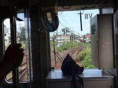 二本木駅ではスイッチバックします。 この電車はワンマンカーなので運転手さんがバックでスイッチバック。 特に鉄子ではない私も興味津々です。口には出さないけれど心の中では「おー」を叫んでいました(笑)