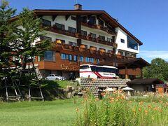 此処が3泊するホテル・グランフェニックス・奥志賀。 若き日の皇太子ご夫妻が毎夏泊まられたとか。