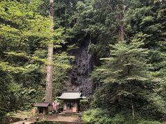 祓川と流れ込む須賀の滝