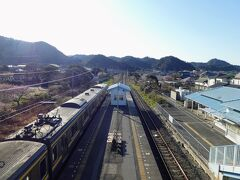 保田駅に到着です。  千葉駅発に乗ったのに、駅でウロウロしていたら 海の見せるボックス席に座れなかったので、車窓からの写真がないです。