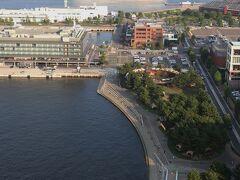 浜コンチから女神橋を渡ってハンマーヘッドのPier8。 その間にグランピング施設「ドリームドアヨコハマハンマーヘッド」が完成した。 グランドオープン日は9月13日で、現在、プレオープン期間中。  ドリームドア https://yokohama.dreamdoor.jp/