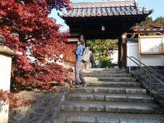人の多かった東福寺から少し歩くと光明院です。昔は訪れる人も少なく静かと聞いていたのですが、ポスターなどにもなり石庭を見に来る人が増えているようです。