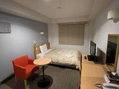 本日のお宿、コンフォートホテル近江八幡。朝食付でお得! シンプルな部屋で旧ソ連のホテルのよう。良い意味で。
