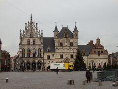 市庁舎  お城のような建物です。