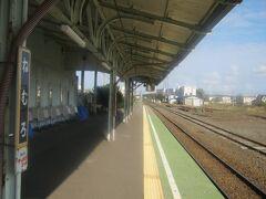 このホームの風情。 在りし日の江差駅の風情に似てると思うんだよね~(~_~;)。  根室駅にはいつまでも存続して欲しい。
