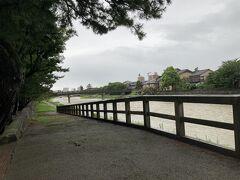 歩いて浅野川まで移動 鏡花の道沿い