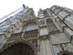 """「聖母(マリア)大聖堂」との別名を持つ「ノートルダム大聖堂」。  「ノートルダム大聖堂」と言えば、パリを思い浮かべる人が多いと思われるが、同名の大聖堂はヨーロッパ各地にみられる。その中でもここアントワープの""""ノートルダム""""は日本人にとってはあるアニメ作品でとても有名な場所でもある・・・。"""