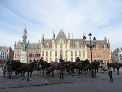 ブルージュの中心に位置し、世界遺産ブルージュ歴史地区の中心でもあるマルクト広場。