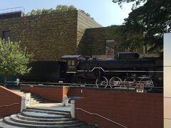 入り口の近くに、D51蒸気機関車が展示されています。