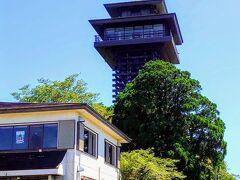 R371を暫く南へ走ると、道の駅「田辺市龍神ごまさんスカイタワー」があります(^^)  正式名称が長いですねw  タワーの展望台へ行くために、300円支払ってエレベーターを使う感じです(^^)