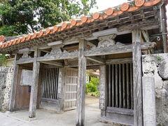 反対側にお寺を発見。 覗いてみよう。