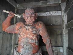 何と古い仁王像 沖縄最古の木彫像とか。