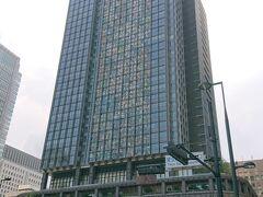 新丸ビル。立派なビルです。東京駅を出て直ぐ。