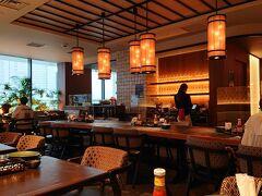 「ビートルナッツ」の店内です。東南アジア風の内装がまるで現地のリゾートにいる気分。