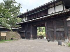 10時20分。 弘前観光案内所に駐車して、弘前公園に行きました。