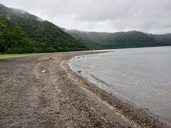 15時、十和田湖到着。 南駐車場を利用しました。 南側は秋田県で桂が浜。
