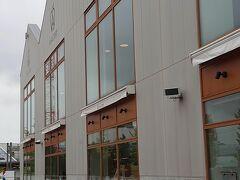 倉庫風の建物ですが、中は一つの空間になっていて、お土産物、軽食、レストラン、シードル醸造所になっていました。