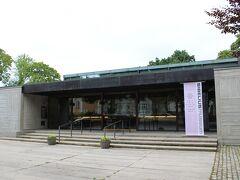 再びアウラ河畔沿いを歩いて行き、10時、シベリウス博物館(Sibelius Museo)へ。  その名の通り、フィンランドの国民的作曲家、ジャン・シベリウス(Jean Sibelius、1865-1957年)の業績を展示している博物館です。  【シベリウス博物館HP】 https://sibeliusmuseum.fi/en/sibeliusmuseum/