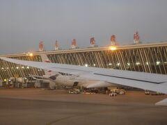 上海浦東国際空港に到着。