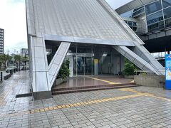 バスに乗ってフェリーターミナルに到着。 そう、今日最初の目的地は桜島である