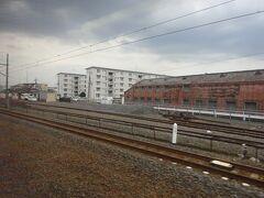 伊勢崎線は明治時代に開業した古い路線。 昭和の頃までは貨物輸送も盛んだったので広い構内の駅が多く、古いJRの路線を走っているような感覚だったりする。